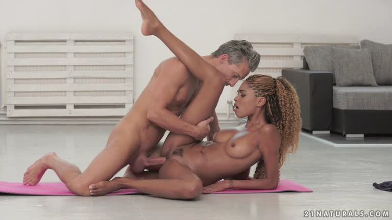Luna Corazon Yoga Foot Job