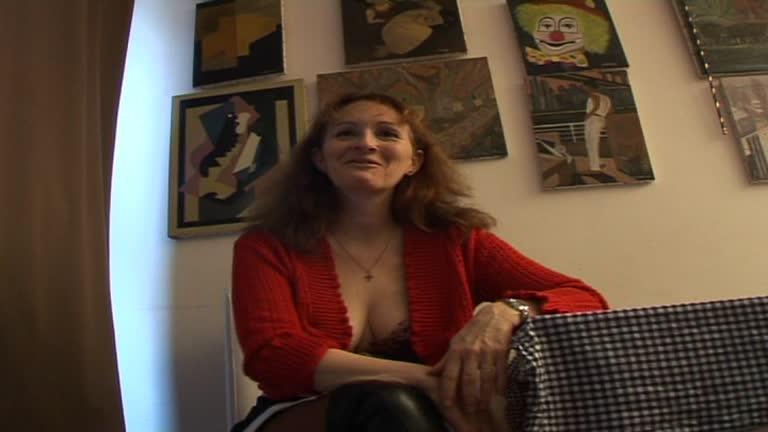 Céline, Milf Bien Salope, Vient Se Faire Défoncer Par Un Black Pour Faire Plaisir à Son Mari!