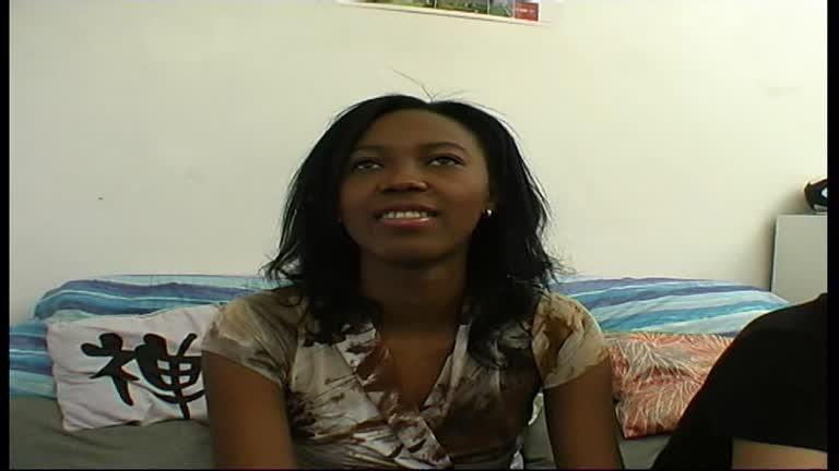 Darla, Jeune Sénégalaise En Apprentissage!