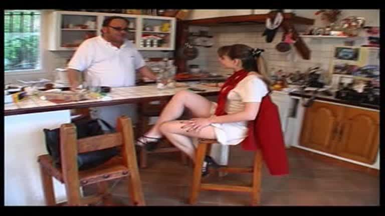 Jeune Salope Initiée à La Sodomie Par Un Vieux Pervers!