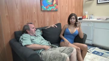 Aaliyah Hadid Making Her Stepdad Feel Better