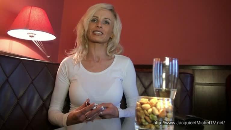 Bombasse Cougar Blonde Ultra Salope!