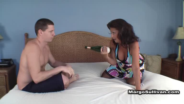 Spin The Bottle Mom , Creampied