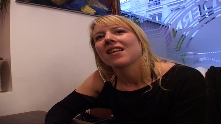 Elodie Jeune Blonde Très Salope, Veut Se Faire Baiser Par Des Inconnues!