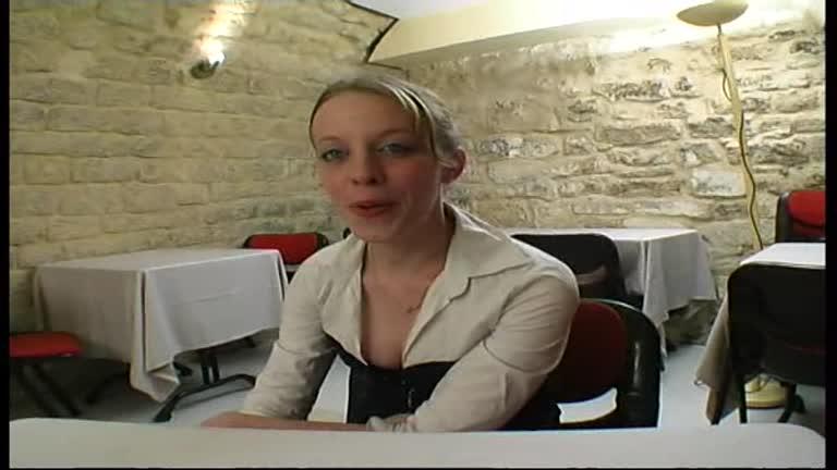 Lili Serveuse De Restaurant De 23 Ans Adore La Sodo!